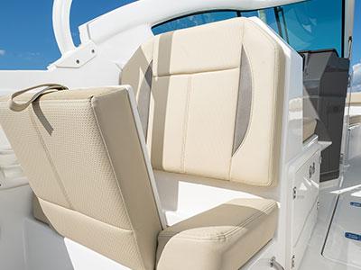 Aft facing cockpit seat of Pursuit DC 266