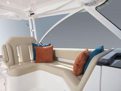 Pursuit DC 325 lounge seating