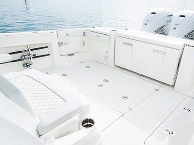 Detail of the S 378 center console fishing and cruising boat's cockpit.