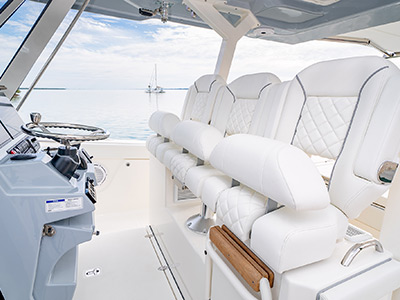 Detail of S 378 Pursuit custom triple captain's seats with folding armrests, 3 sculpted flip-up bolsters and lumbar support.