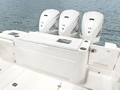Pursuit S 378 optional fishing package with two livewells in the transom.
