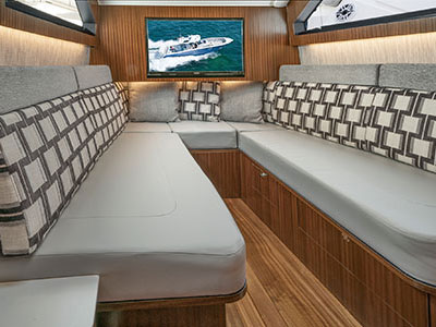 Detail view of S 428 Sport Boat V-berth for overnighting and entertaining in the spacious cabin.