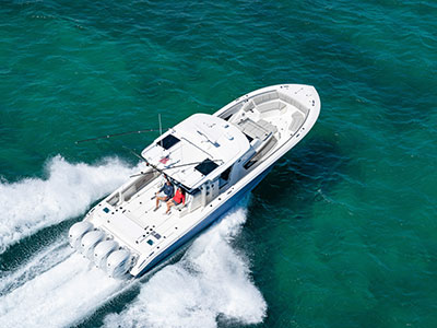Aerial overhead rear view of Gulf Stream Blue S 428 Sport center console running right with quad Yamaha outboard engines and oversized hardtop.